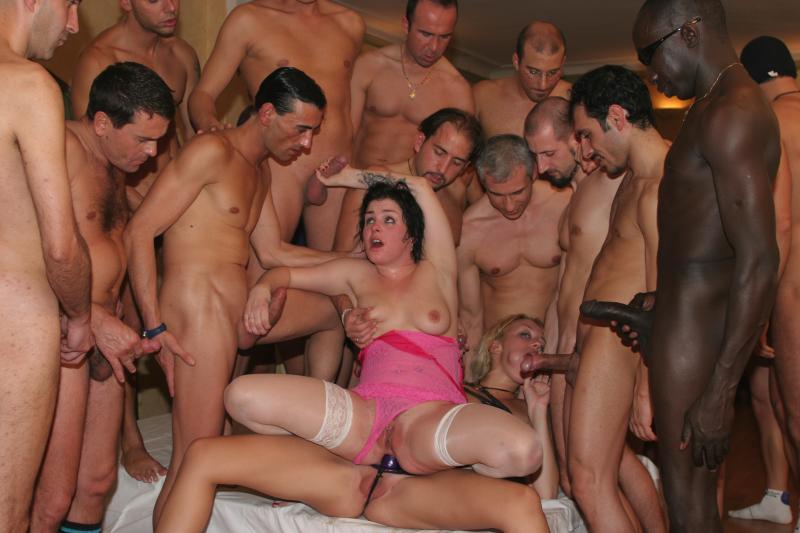 девушки голые трахают мужчин фото