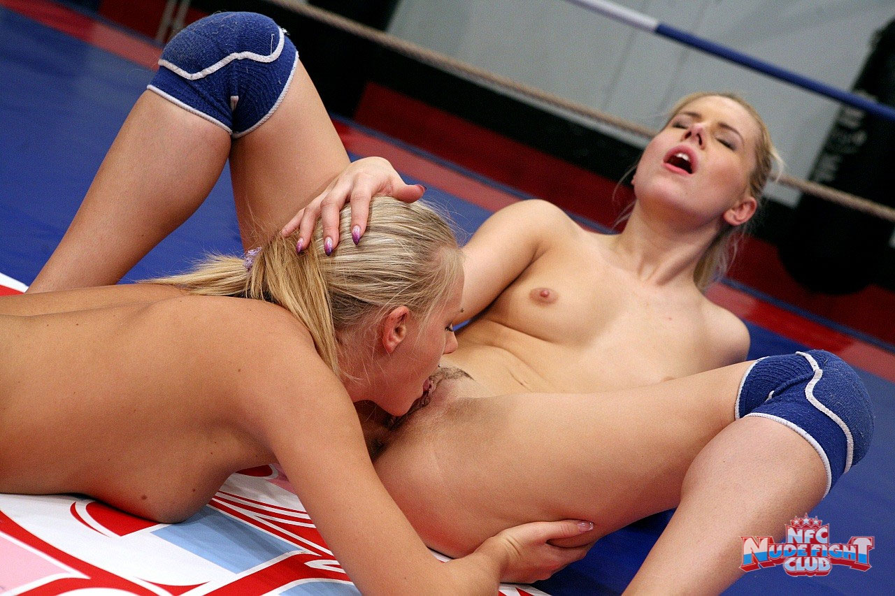 Lesbian fucking and fighting the
