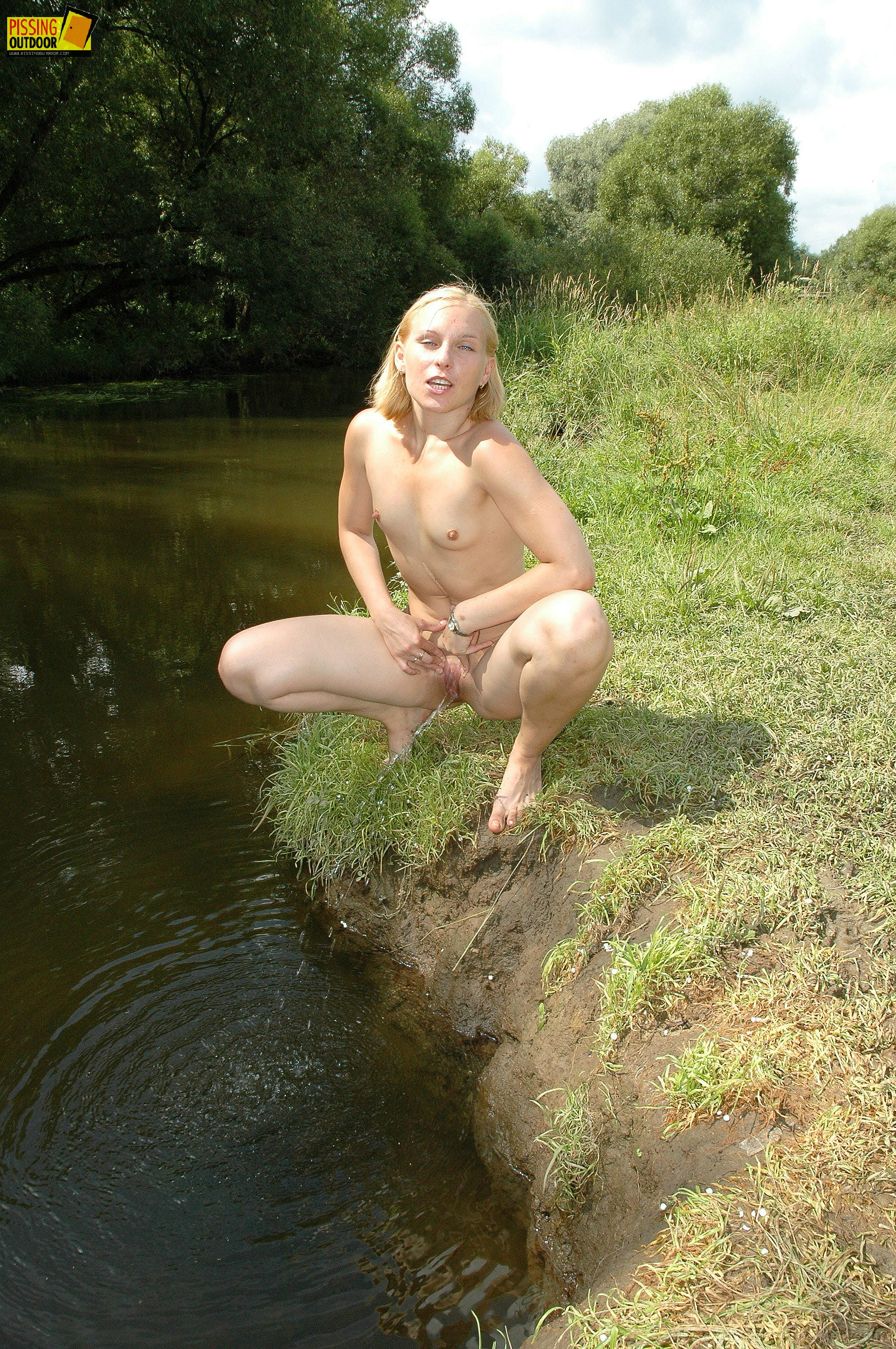Outdoor Pissing