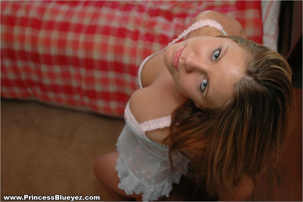 Princess blue eyez boob